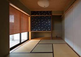 和室: アトリエ・ブリコラージュ一級建築士事務所が手掛けた和室です。