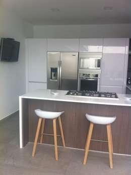 13 ideas para integrar con estilo el refrigerador en tu cocina for Diseno de cocina francesa
