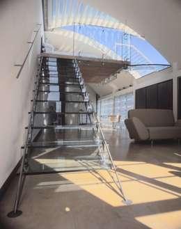 Projekty,  Korytarz, przedpokój zaprojektowane przez reForm Architects