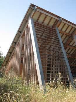 CHAMBRES D HOTES D EXCEPTION EN PAYS VAROIS: Garage / Hangar de style de style eclectique par cecile Aubert architecte dplg