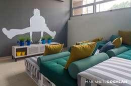 Salas de estilo moderno por MARIANGEL COGHLAN