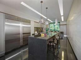 Casa Dalias: Cocinas de estilo minimalista por grupoarquitectura