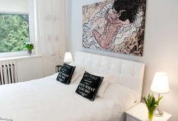 DOM W STYLU FRANCUSKIEJ WERANDY W WESOŁEJ: styl , w kategorii Sypialnia zaprojektowany przez YNOX Architektura Wnętrz