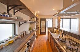 modern Kitchen by 株式会社リボーンキューブ