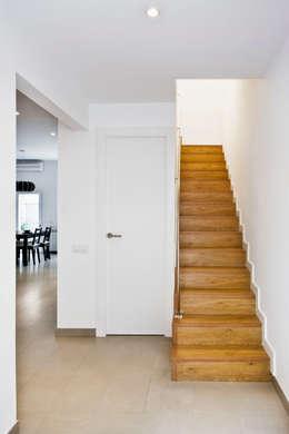 Pasillos y vestíbulos de estilo  por GPA Gestión de Proyectos Arquitectónicos  ]gpa[®