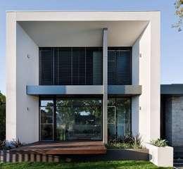 Aussenanlage nähe Frankfurt am Main: moderne Häuser von Paul Marie Creation