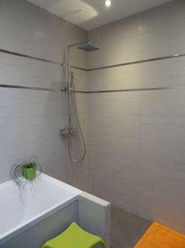 Perspective: Salle de bains de style  par atelier 742