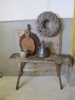 Oude stoere sidetable van hout: rustieke & brocante Eetkamer door Were Home