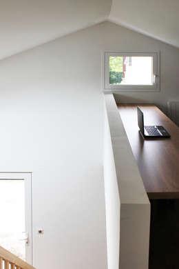 MAISON EYS: Bureau de style de style Moderne par BIENSÜR Architecture