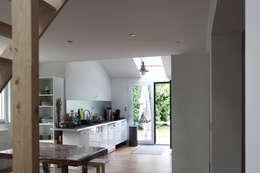 MAISON EYS: Cuisine de style de style Moderne par BIENSÜR Architecture