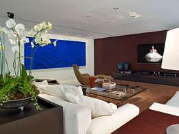 Saint Thomas - Cobertura Belvedere: Sala de estar  por Anaíne Vieira Pitchon Arquitetura e Interiores