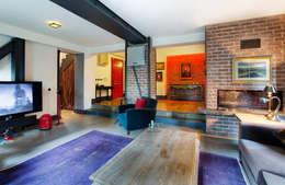 Udesign Architecture – Levent Villa: endüstriyel tarz tarz Oturma Odası