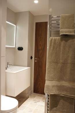 PARIS 17 30m²: Salle de bains de style  par blackStones