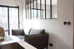PARIS 17 30m²: Salon de style de style Industriel par blackStones