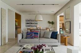 Salas / recibidores de estilo moderno por DIEGO REVOLLO ARQUITETURA S/S LTDA.