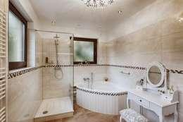Beck Architekten: klasik tarz tarz Banyo