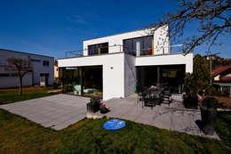 brügel_eickholt architekten gmbh: modern tarz Evler