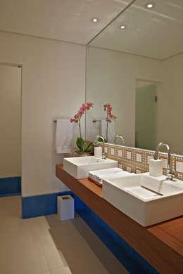 Haras Sahara: Banheiros clássicos por Anaíne Vieira Pitchon Arquitetura e Interiores
