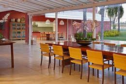 Balcones y terrazas de estilo ecléctico por Anaíne Vieira Pitchon Arquitetura e Interiores