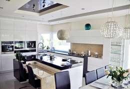Dom w Amarantusach : styl , w kategorii Kuchnia zaprojektowany przez Abakon sp. z o.o. spółka komandytowa
