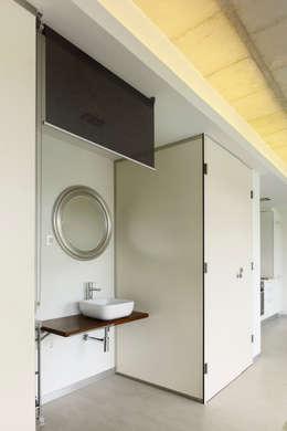 minimalistische Badkamer door Nan Arquitectos