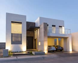 modern Houses by Grupo Arsciniest