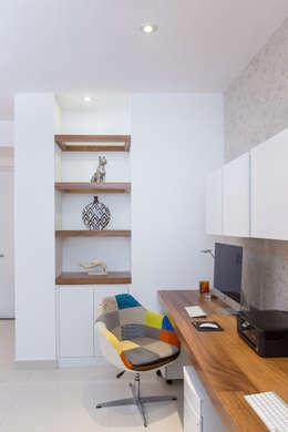 Oficinas de estilo moderno por Grupo Arsciniest