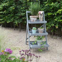 Plant Stand- Grey: landhausstil Garten von homify