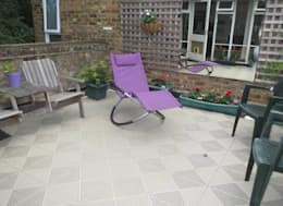 Terrazas de estilo  por Ecotile Flooring