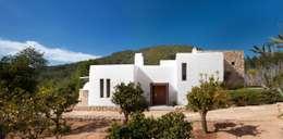 Casas de estilo mediterráneo por TG Studio