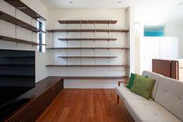 modern Living room by 設計事務所アーキプレイス