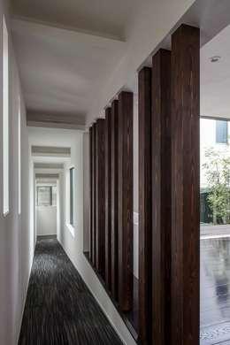 Corridor & hallway by 前田敦計画工房
