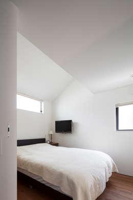 Projekty,  Sypialnia zaprojektowane przez 設計事務所アーキプレイス