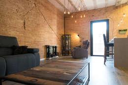 Salas / recibidores de estilo industrial por Global Projects