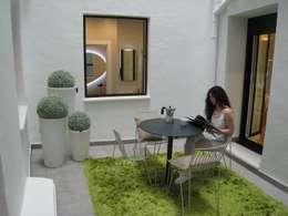 Jardines de estilo minimalista por COCINOBRA