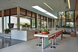 Cocinas de estilo moderno por Beth Nejm