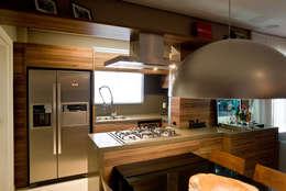 Apto - Agronômica: Cozinhas modernas por tcarvalho