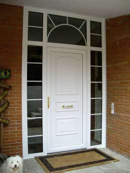 Ventanas y puertas de estilo  por SISTEMAS GAHM SL