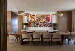 Residência Quinta da Baronesa: Salas de jantar modernas por Débora Aguiar