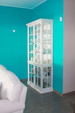 Projekty,  Salon zaprojektowane przez Stoc Casa Interiores