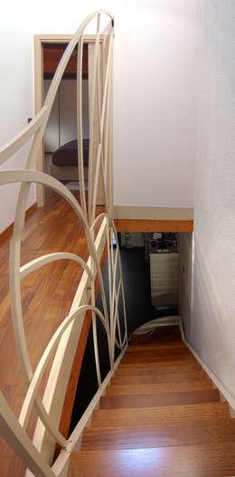 Corridor, hallway & stairs  by Studio Architettura Arch. Francesca Tronci