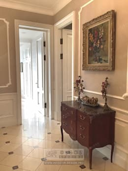 Антикварные вещи в интерьере дома: Прихожая, коридор и лестницы в . Автор – Дизайн студия Ольги Кондратовой