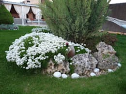 Giardino in stile in stile Rustico di Rocalla