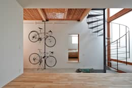 modern Corridor, hallway & stairs by (有)菰田建築設計事務所