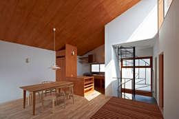 modern Walls & floors by (有)菰田建築設計事務所