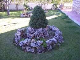 Jardines de estilo rústico por Rocalla