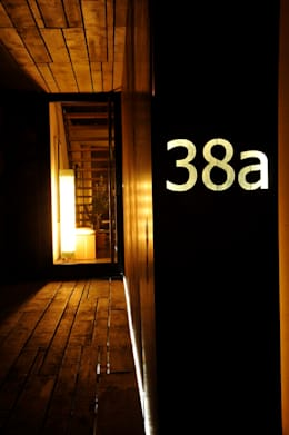 Casas de estilo minimalista por Architekturbüro 011