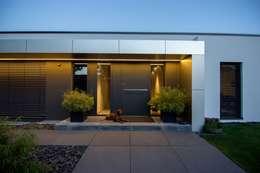 Projekty, nowoczesne Domy zaprojektowane przez aprikari gmbh & co. kg