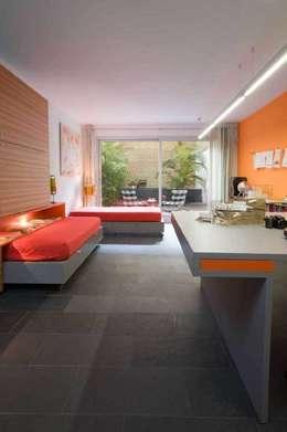 Dormitorios de estilo moderno por SOLER-MORATO ARQUITECTES SLP
