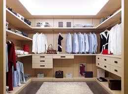 Vestidores y closets de estilo moderno por ARMAN INDUSTRIA DEL MUEBLE SLU